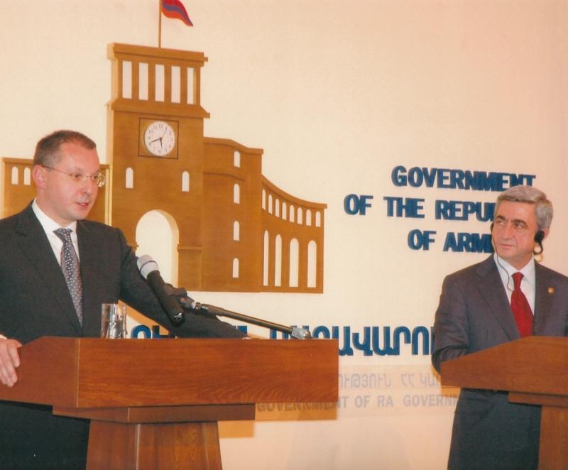 2007.11 с премиера на Армения-4