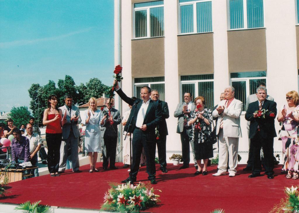 2009.05 Откриване на нова сграда в основно училище в Рогош-3