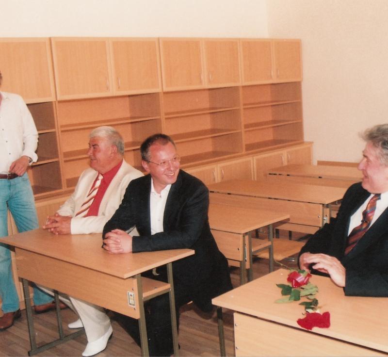 2009.05 Откриване на нова сграда в основно училище в Рогош-4