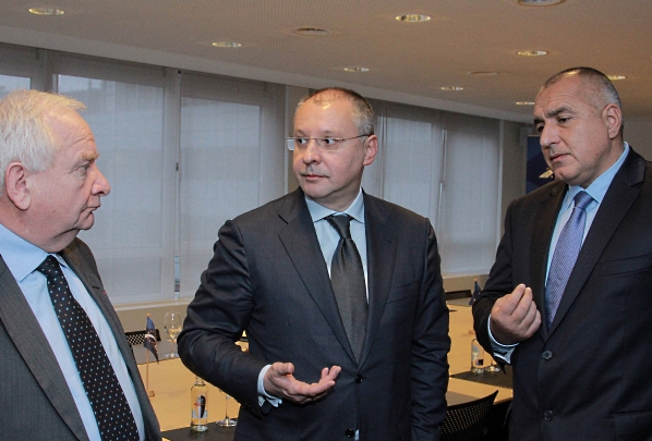 Президентът на ПЕС Сергей Станишев, министър-председателят на България Бойко Борисов и Джоузеф Дол, председател на групата на ЕНП в ЕП